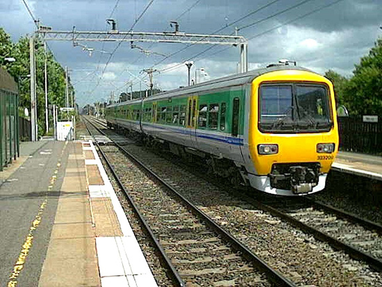 Hệ thống di chuyển bằng đường sắt và đường không