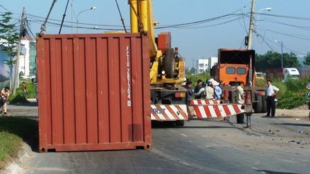 Máy kéo và đầu kéo với máy vận chuyển liên tục