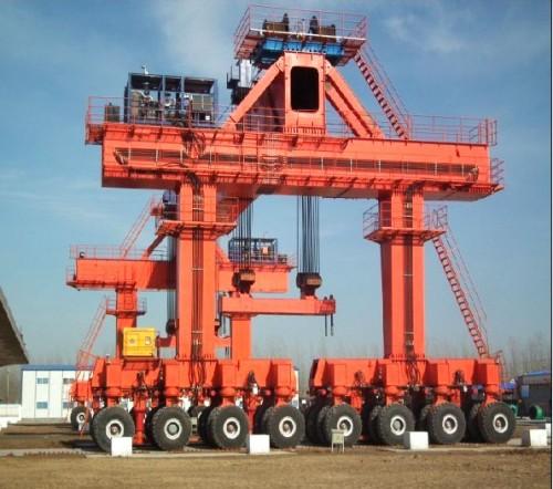 cầu trục bánh lốp 800 tấn