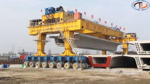 cầu trục bánh lốp nâng dầm 200 tấn
