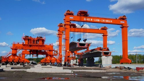 cổng trục chạy ray cầu đường 200 tấn