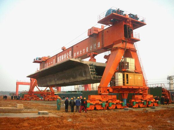 cổng trục chạy ray cầu đường 300 tấn