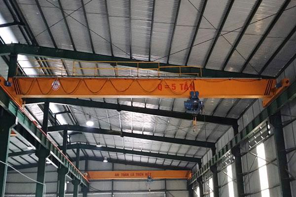 Giá cầu trục dầm đơn 5 tấn phụ thuộc vào khẩu độ, độ cao nâng hạ, chiều dài ray