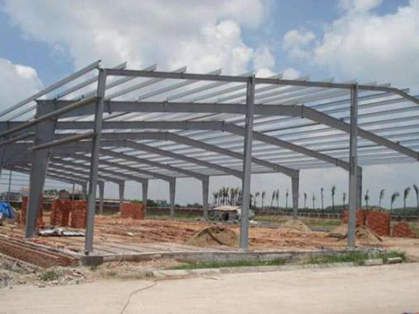 Dựng khung nhà xưởng khung thép giúp rút ngắn thời gian thi công đưa vào sử dụng nhanh