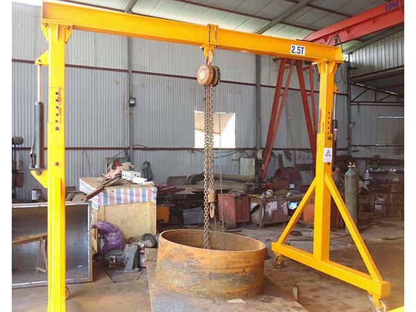 Cổng trục đẩy tay 2,5 tấn