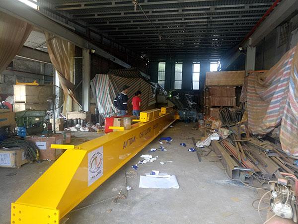 hoàn thiện dầm chính cầu trục 3 tấn tại xưởng