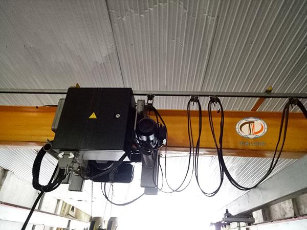hệ điện ngang cầu trục