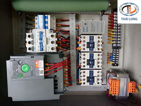 tủ điện điều khiển 1